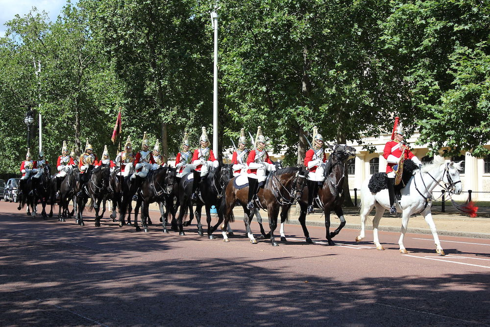 Buckingham Palace: The mounted guard founded by the Household Cavalry is called the Queen's Life Guard. Photo Credit: © C Talleyrand via Wikimedia Commons.