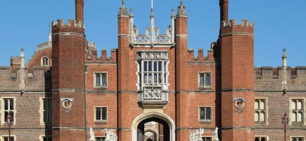 Hampton Court Palace: The Great Gate. Photo Credit: © Luke Nicolaides via Wikimedia Commons.