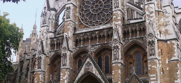 Westminster Abbey: North Facade, built in Gothic style. Photo Credit: © MathKnight and Zachi Evenor via Wikimedia Commons.