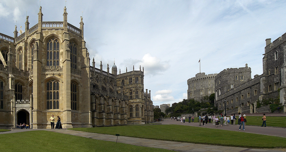 Windsor Castle: The Lower Ward, (l to r) St George's Chapel, the Lady Chapel, the Round Tower, the lodgings of the Military Knights, and the residence of the Governor of the Military Knights. Photo Credit: © Petr.noha via Wikimedia Commons.