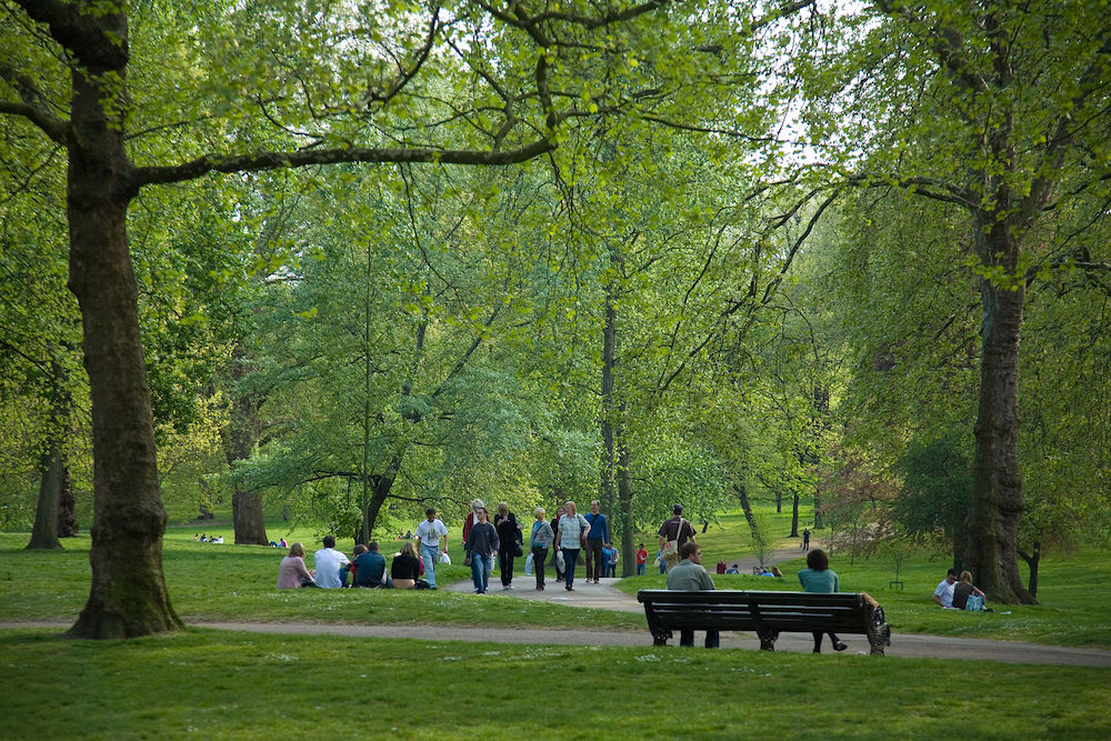 Royal Parks in London: A spring day in Green Park. Photo Credit: © Diliff via Wikimedia Commons.
