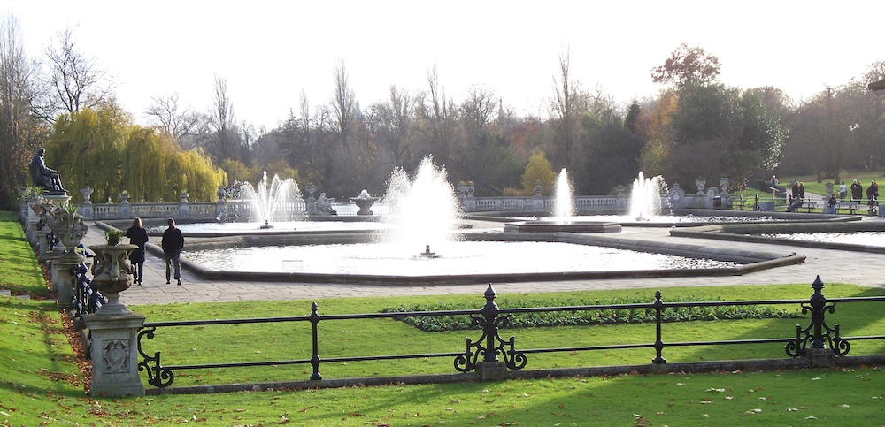 Royal Parks in London: Italian Garden fountains at Kensington Gardens. Photo Credit: © Iridescenti via Wikimedia Commons.