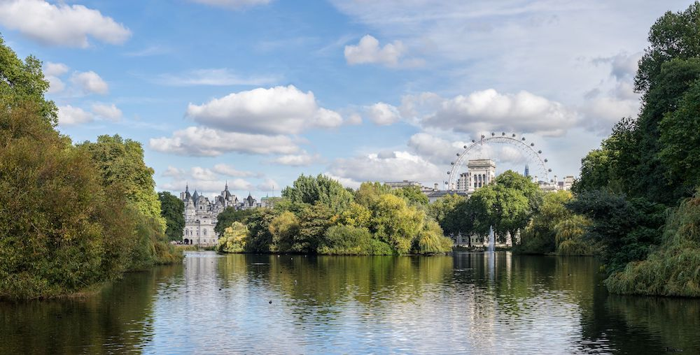 Royal Parks in London: St. James's Park Lake looking east from the Blue Bridge. Photo Credit: © Colin / Wikimedia Commons.