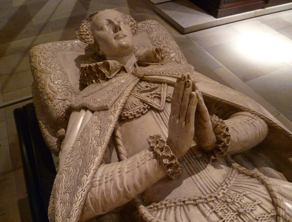 A copy of the effigy of Mary Queen of Scots on her tomb in Westminster Abbey. National Museum of Scotland. Photo Credit: © Kim Traynor via Wikimedia Commons.