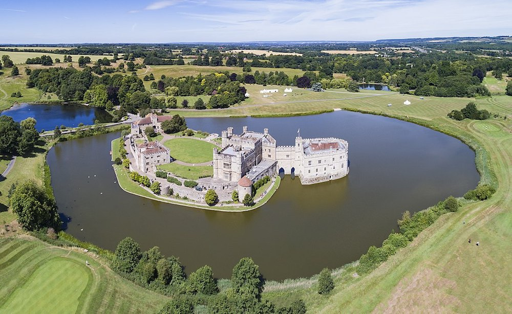 An aerial panorama of Leeds Castle. Photo Credit: © Chensiyuan via Wikimedia Commons.