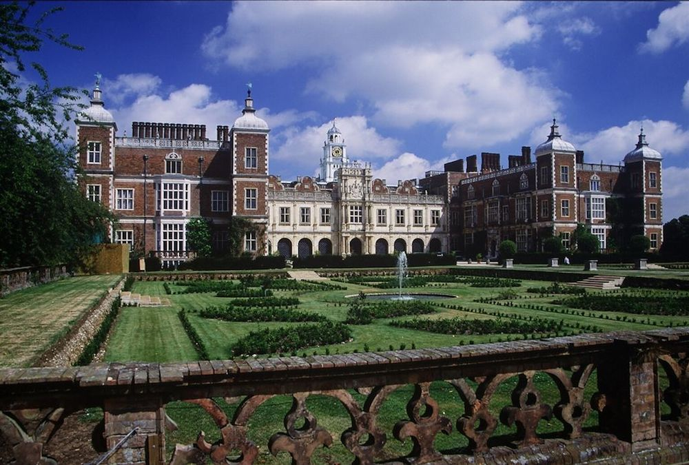 South-facing view of Hatfield House in Hertfordshire, England. Photo Credit: © Allan Engelhardt via Wikimedia Commons.